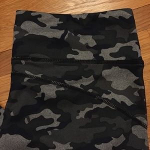 NWOT Fabletics green camo capris size medium